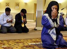 Professorin Amina Wadud leitet ein Freitagsgebet; Foto: AP