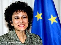 Die Generalsekretärin von Amnesty International, Irene Khan, vor einem Treffen mit EU-Vertretern in Brüssel 2008; Foto: dpa