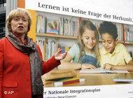 Integrationsbeauftragte Maria Böhmer präsentiert neue Motive für Integration; Foto: AP
