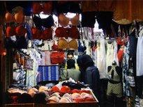 Verschleierte Frauen kaufen Lingerie; Foto: Reine Mahfouz