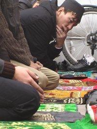 Freitagsgebet in der Zentralmoschee von Almaty; Foto: Edda Schlager