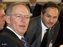 Bundesinnenminister Wolfgang Schäuble (links) und Bekir Alboga, Sprecher des Koordinationsrates der Muslime in Deutschland; Foto: AP