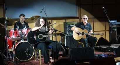 Ruba Saqr während eines Konzerts; Foto: Martina Sabra