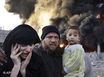 Palästinensische Familie nach Anschlägen in Rafah, im Süden Gazas; Foto: AP