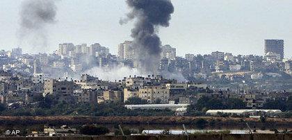 Eine Explosion im Norden des Gazastreifens nach israelischen Raketenangriffen; Foto: AP