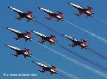 Türkische Militärflugzeuge; Foto: dpa
