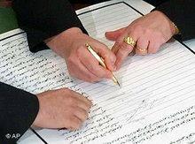 Unterzeichnung der Verfassung in Bagdad; Foto: AP