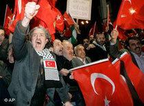 AKP-Anhänger in Ankara; Foto: AP