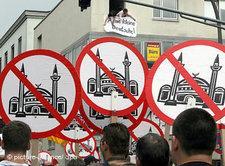 Demonstration gegen Moscheebau in Köln; Foto: dpa
