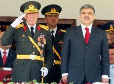 Präsident Abdullah Gül mit Generälen, Foto: AP