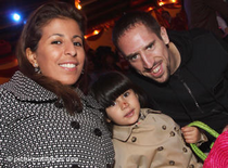 Franck Ribéry mit seiner Familie; Foto: dpa