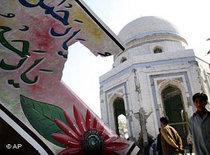 Der beschädigte Schrein Rahman Babas in Peshawar; Foto: AP