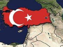 Karte des Nahen Osten mit türkischer Flagge über türkischem Staatsgebiet; Foto: AP