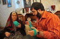 Recep Ivedik mit seiner Großmutter; Quelle: Kinostar