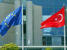 Fahnen der EU und Türkei; Foto: AP