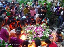 Trauerfeier für die Toten im Ost-Timorkonflikt; Foto: DW