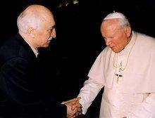 Fethullah Gülen zu Besuch bei Papst Johannes Paul II.; Foto: AP