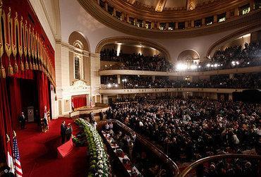 Obama im Auditorium der Universität Kairo; Foto: AP