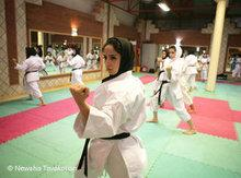 Iranische Frauen beim Karatesport; Foto: Newsha Tavakolian