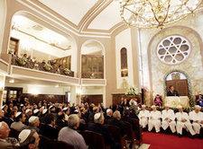Eröffnungsfeier der bei einem Anschlag zerstörten Neve Schalom Synagoge in Istanbul; Foto: AP/Murad Sezer