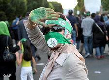 Pro-Mussawi-Demonstrantin in Teheran; Foto: AP