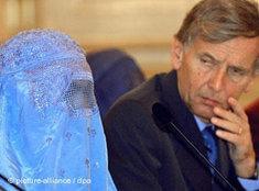 Burka tragende Frau in Frankreich, Foto: dpa