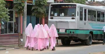 Studentinnen einer staatlichen Schule für muslimische Lehrerinnen; Foto: David McGilvray