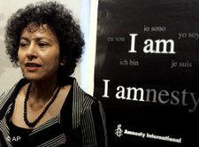 Irene Khan während einer Pressekonferenz in Rom; Foto: AP