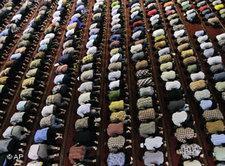 Betende Muslime in der Moschee; Foto: AP