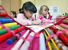 Schüler beim lernen in einer Grundschule, Foto: AP