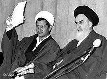 Ayatollah Khomeini (rechts) und  Akbar Haschemi Rafsandschani im Jahr 1979; Foto: AP