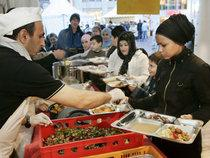 Halal food served at a Turkish supermarket in Germany (photo: dpa)H