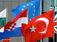 Turkish and European flags (photo: DW/dpa)