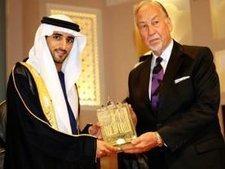 Preisverleihung an Murad Hofmann in Dubai: Dubais Kronprinz, Seine Hoheit Scheikh Hamdan Bin Mohammed Bin Rashid Al Maktoum und Dr. Murad Hofmann; Foto: AP