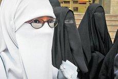 Studentinnen in Kairo tragen den Niqab; Foto: dpa