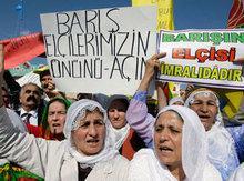 Demonstranten von Anhängern der PKK; Foto: AP