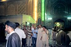 Gläubige vor Moschee in Nadjaf; Foto: Birgit Svensson