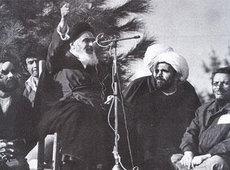 Ayatollah Khomeini während einer Kundgebung in Teheran; Foto: AP
