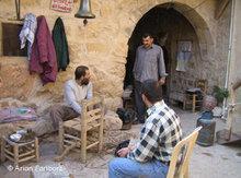 Stuhlflechter im Kloster Deir Mar Musa; Foto: Arian Fariborz