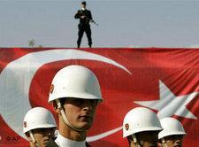 Türkische Armee feiert Tag der Republik; Foto: AP