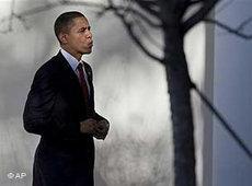 US-Präsident Barack Obama vor dem Weißen Haus; Foto: AP
