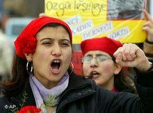 Demonstration von Frauenrechtlerinnen in der Türkei; Foto: AP