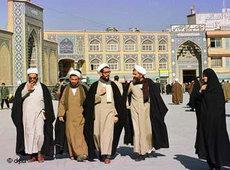 Schiitische Gelehrte in Ghom; Foto: dpa