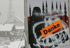 Plakat der rechtspopulistischen Anti-Minarett-Kampagne in der Schweiz; Foto: dpa