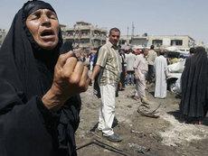 Irakerin trauert um ihre Angehörigen nach einem Bombenanschlag in Bagdad; Foto: AP