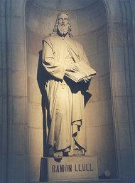 Statue von Raimundus Lullus in der Universität von Barcelona; Foto: wikipedia