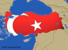 Karte und Nationalfahne der Türkei; Fotomontage: DW/AP