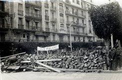 Straßenbarrikaden in Algier während des Unabhängigkeitskriegs 1960; Foto: &copy Michel Marcheux/Wikipedia