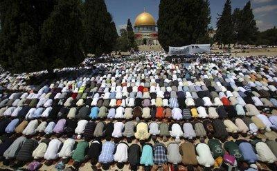 Freitagsgebet während des Monats Ramadan in Jerusalem; Foto: AP