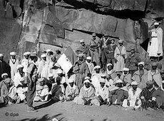 Algerische Widerstandskämpfer unter Führung der Nationalen Befreiungsfront (FLN) um das Jahr 1960; Foto: dpa